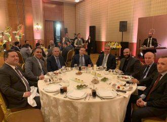 بالصور.. الفوز يجمع كبار رجال الأعمال في سورية على مائدة إفطار