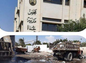 على رداءة رواتبهم.. 370 عامل نظافة فقط ينظفون مدينة حماة..!!؟؟ ومحاولة لرفع عددهم 180 آخرون بالتنسيق مع برنامج الأمم المتحدة الإنمائي