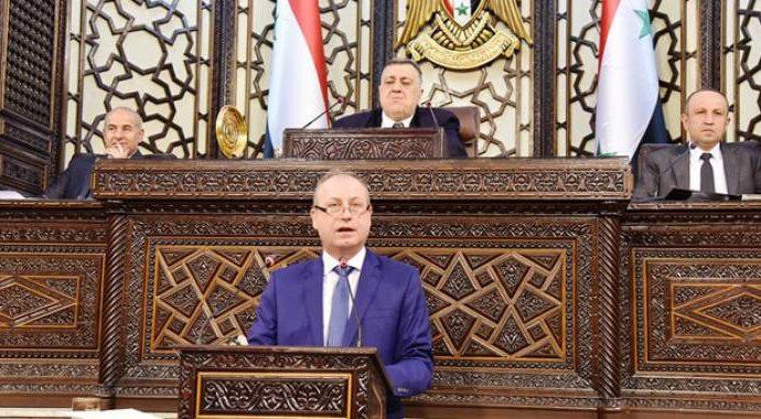 وصول ناقلة محملة بالغاز يوم أمس.. وزير النفط: الوزارة قلصت المدة لاستلام إسطوانة الغاز إلى يومين