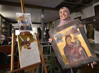 """""""ذكرى"""" فتاة سورية مسلمة تعتنق فن الأيقونة البيزنطية"""