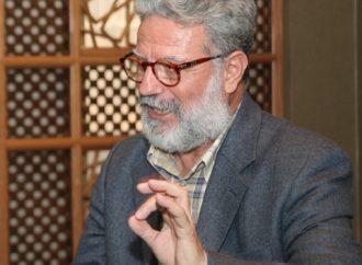 «الكتابة للصحافة لا تُطعم خبزاً».. حسن م يوسف: لا يمكن أن نضع وزير على كرسي وننساه نصف قرن..!