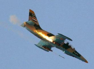 مسلحون يمثلون بجثة طيار سوري في إدلب